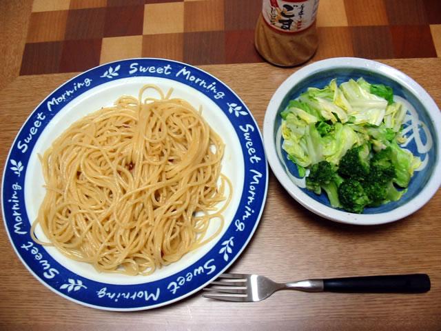 ペペロンチーノと温野菜サラダ