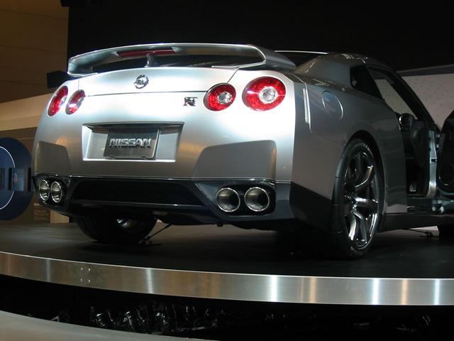 NISSAN GT-R(後)