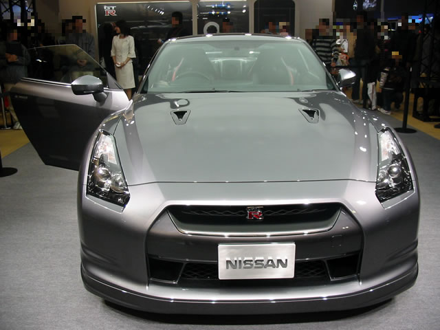 NISSAN GT-R(正面)